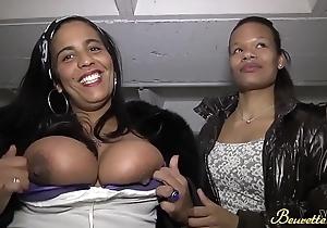 Sarah la nympho et Eva la timide deux beurettes tr&egrave_s chaudes