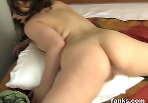 Yanks Kara Banks Masturbates
