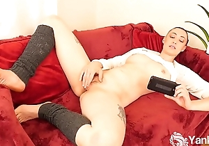 Yanks Hottie Iris Ives Masturbates