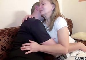 Deutsche Mutter und Vater bei ihrem ersten Porno Dreh