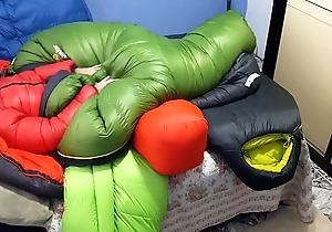 Punheta e gozada itsy-bitsy saco de dormir