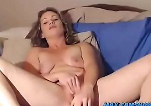 Camgirl Squirts From Masturbation Involving Vibrator Coupled with Dildo