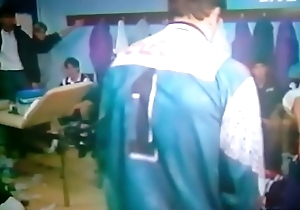Jogador pelado itsy-bitsy vesti&aacute_rio ao vivo na TV