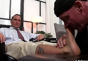 Handsome hunk receives an astonishing toe sucking set-to