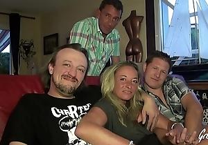 Rove et son mari candauliste dans un gangbang