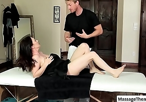 Sexy brunette milf RayVeness get her nice just about chest rubbed at near relaxing palpate