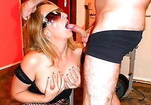 SCAMBISTI MATURI - Italian swinger enjoys a forlorn fuck session coupled with facial reward