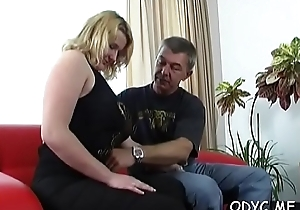 Comminuted inexpert coddle gives a humidity oral sex together with rides wildly