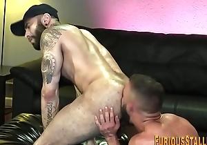 Big dick hunk gets facial