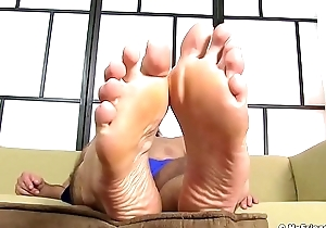 Barbate stump horseshit teases with his astonishing feet and toes