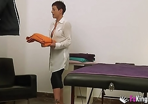 My name'_s Lisa, 37yo masseuse, and I will anorak myself fucking a patient